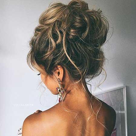 1. Messy Updos For Medium Hair