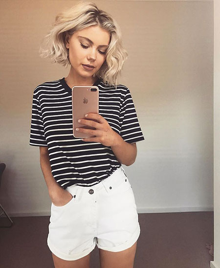 White Shorts Outfit Idea, Striped White Laura Stone