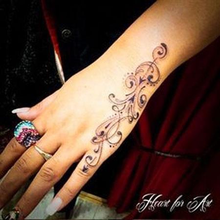 Henna Mehndi Hand Tattoo