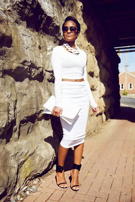 2018 All White Skirt Outfit, White Fashion All Kardashian