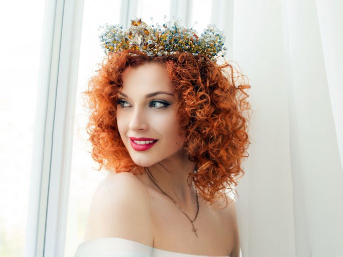 Wedding hairstyle with curls
