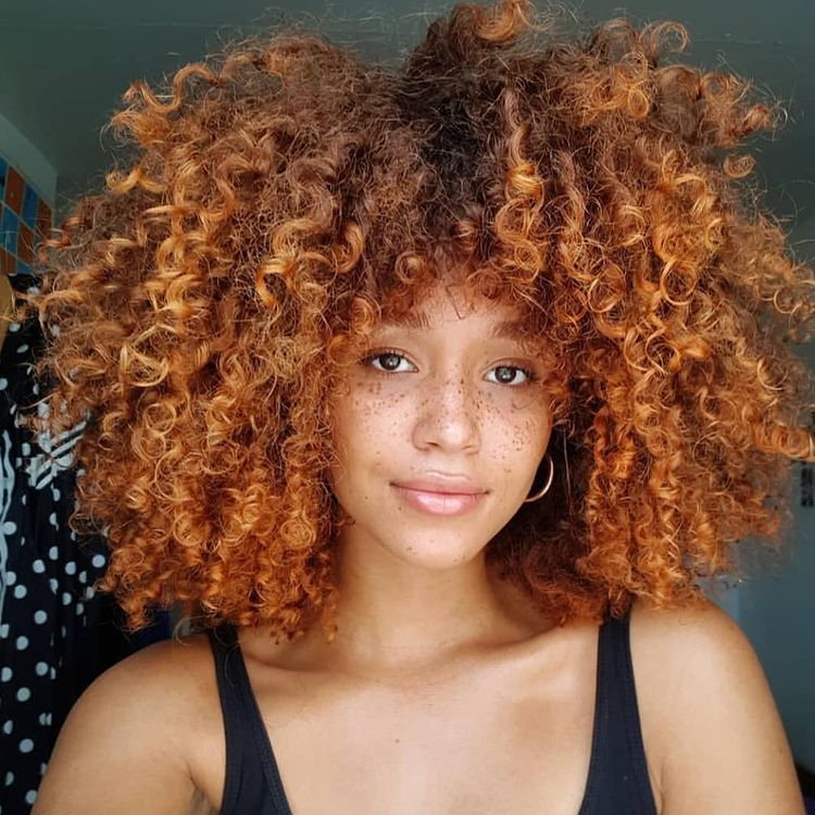 Hairstyle trend 2021: In - copper red - Out - burgundy red