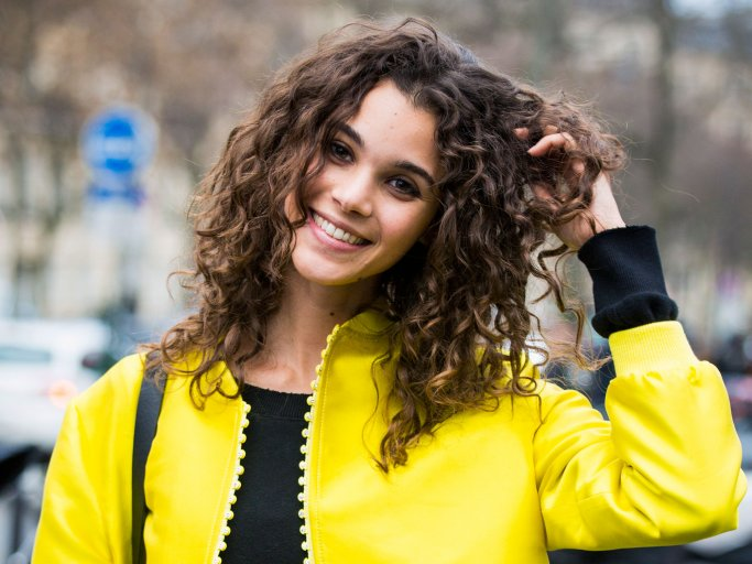 Model Pauline Hoarau with curly hairstyle