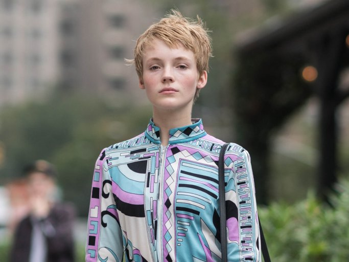 Short hairstyle in the undone look